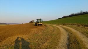 Bodenbearbeitung: grubbern mit Kurzscheibenegge, für Sommergetreide mit Agrotron M620 und Catros mit C - Drill